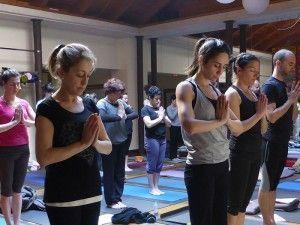 La práctica comienza por una toma de conciencia de la respiración