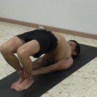 Dvipada pitham / postura del pupitre / yoga vinyasa